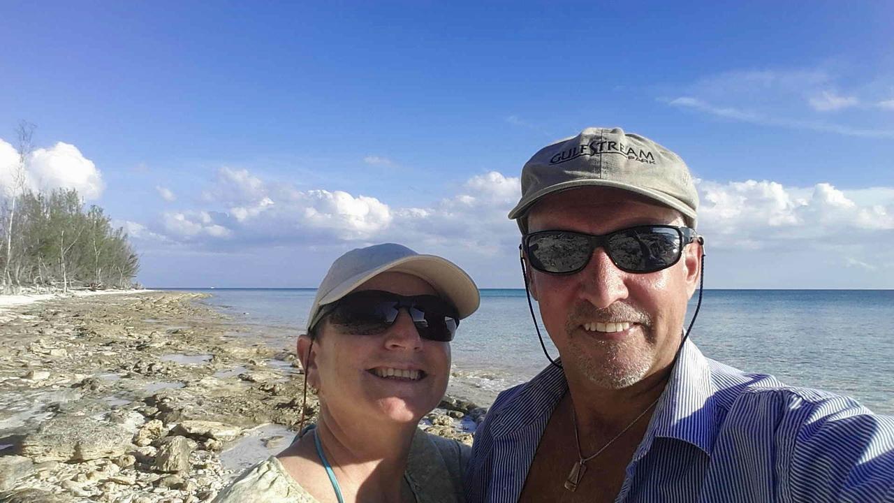 Une carte de souhaits Tribulienne en directe de Port Lucaya Grand Bahamas Island... 2017-12-25_-_01